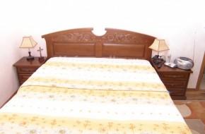 Масивна спалня по поръчка.Гардероба е с масивен резбован орнамент