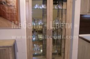 Трапезарна витрина от масив с две врати и чекмедже.
