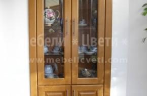 Витрина с четири вратички и первази е монтирана на място,където е била врата за хола.
