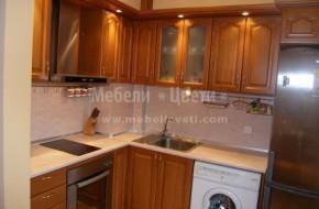 """Ъглова кухня с вратички модел""""Кобилица"""".В ъгъла на кухнята са комин и мръсен канал.Цена на кухненските шкафове-3660лв."""