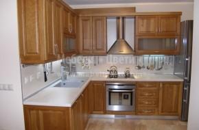 Черешова кухня с вградени електроуреди.Цена на обзавеждането 4540 лв.