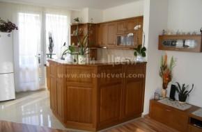 Интересна кръгообразна кухня от масивно дърво, проектирана и монтирана по съществуващ под.Цена на кухненските шкафове-7400лв.