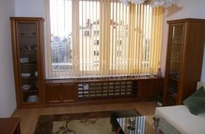 Две витрини,радиаторна решетка,шкаф за телевизор,ракла,нисък шкаф и горни шкафове в дневна.