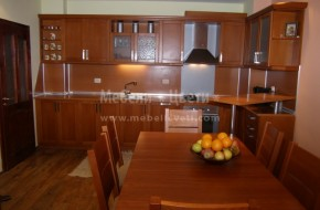 Кухненски шкафове по поръчка от масивен бук. Вратичките са с  подчертана фуга.Мебели от бук 4900 лева
