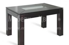 Висока неразтегателна маса, произведена от буков масив, подходяща както за трапезария или всекидневна, така и за кухня. Средата на плота е остъклена с матирано стъкло.