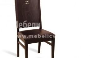 Стол с масивна облегалка с декорация.