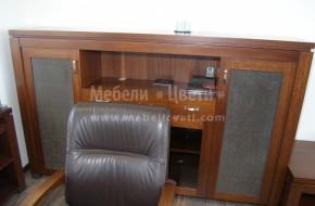 Луксозни офис мебели от дърво  с перфектно изпълнение на дървените обшивки тапицирани с кожа.