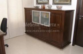 На дървения  шкаф са монтирани метални регулиращи крачета които позволяват прецизен реглаж .