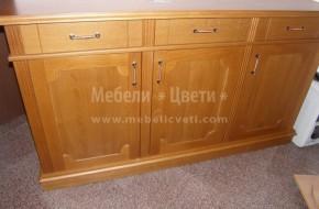 В ъгъла на  таблената част на вратичката е монтиран гладък масив.