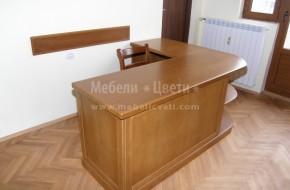 Ъглово буково бюро по индивидуални размери и проект на клиентите.