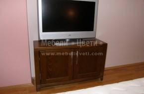 Шкаф за телевизор в спалнята по поръчка от парен буков масив