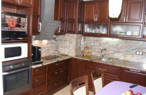 При монтирането на дървените мебели ехото в кухнята и на остъкления балкон ще изчезне