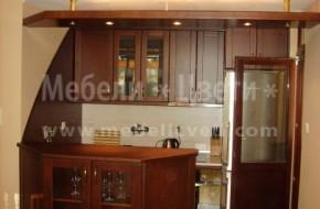 Малка кухня с обличане на стената с извит МДФ по желание на клиента.Барплота навлиза в хола