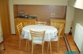 Маса и столове от бук.Кухненски шкафове  от чам в натурален цвят.