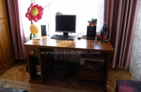 Под бюрото е предвиден подвижен контейнер за принтер ,изтеглящ плот за клавиатура.