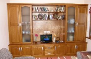 Мебелите в хола са изработени изцяло от масивен бук,кобилиците са в горната и долната част