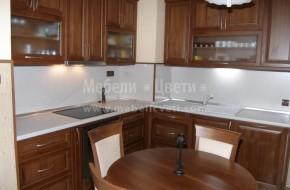 На усвоената тераса е монтиран автоматичен влагоуловител,който предпазва кухнята и стените от появата на влага и мухъл.