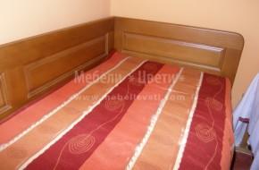 Легло със странични табли към стената и ракла със напречно повдигане