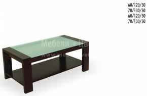 Холната маса е с плотове на две нива .