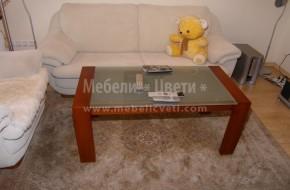 Холна маса със стъклен плот. Цветът на дървените орнаменти е по поръчка на клиента.