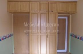 Матералът от който са изработени гардеробът и надстройките е масивен  бук в камбинация с МДФ