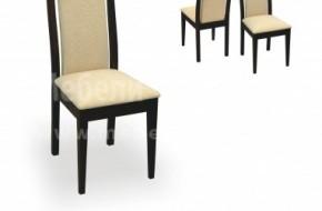 Столът е изработен от буков масив