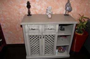 Трапезарен шкаф с чекмеджета и решетъчни врати протрити с тинта и лакирани с полиуретанов лак.