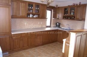 Кухня и барплот от бук с вграден хладилник,съдомиялна,фурна,стъклокерамичен плот,аспиратор и мивка със смесител.