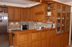 Тройна трапезарна витрина,барплот с осветителен панел,кухненски шкафове и мебели за хол от масив,в една композиция с дължина 11 метра.