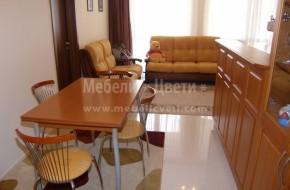 Столове и маса с дървени и метални части