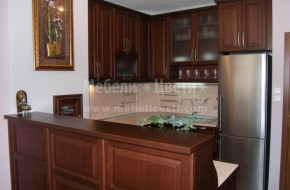 Масивна букова кухня в цвят чери, изработена по индивидуален проект на клиента.Мебели за кухня от масив цена с двулицев бар плот 5340лв.