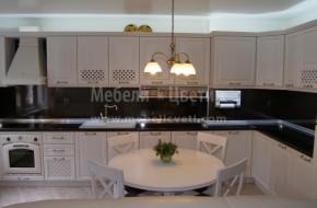 Кухня с решетъчни и плътни врати от масивен бук с размер на решетката 20/20мм.