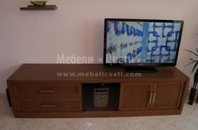 Масивни мебели за дневна с раздвижени полици над телевизионен шкаф .