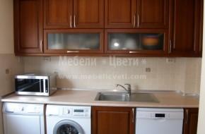 През кухнята минават два канала и два комина,които са скрити с мебелите .