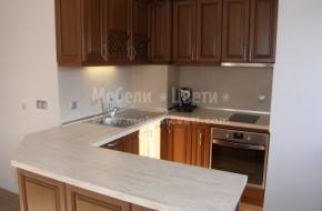 Масивна кухня с барплот,който е с два ъгъла на 135 градуса.Барплотът е направен по съществуващ гранитогрес.