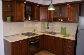 Кухня със стандартна височина на горни шкафове 720мм.,осветителен панел и лунички.Кухнята,масата и столовете са с байцвани с воден байц на Вернилак.