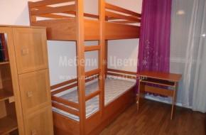 Двуетажно легло от бук с размер на матраците-820/190.В долното легло има контейнер с три чекмеджета.