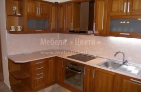 Кухненски шкафове от бук с вградени електроуреди, предоставени от Мебели Цвети. Вградено осветление под горния кухненски ред.Цена на мебелите за кухня 4350 лева