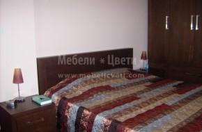Обзавеждане за спалня с мебели от масив. Цена на леглото при размер на матрака 164/190 е 850лв.Гардероб цена 3025лв.
