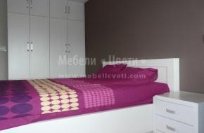Вратите на гардероба са изцяло от МДФ Буков фурнир,леглото е от плътен бук.