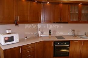 Масивна кухня от череша по индивидуален проект, изработен по точните резмери на помещението. Цена на кухня от масив 3900 лв.