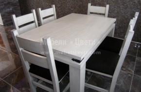 """Цвета на масата и столовете е с цвета на монтираната кухня-""""състаряване на дървесината с патина""""."""
