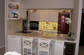 Кухня с островен барплот с дълбочина 1200 мм.Вратичките са от бук.