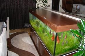 Обем на аквариума 700 литра.Голямото тегло на аквариума изисква шкафът да бъде подсилен с допълнителни масивни страници от бук.