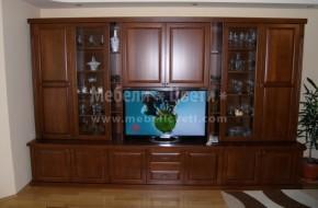 Трапезария и дневна в едно помещение.За лакиране на мебелите е използван 70% мат лак и 30% гланц на италианската фирмата MILESI.