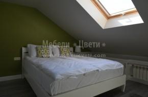 Обзавеждането на спалнята включва: легло за матрак 1640/2000,подматрачна рамка,матрак,едно нощно шкафче,ъглов нисък шкаф по проект,вграден двукрилен гардероб в ниша и енокрилен гардероб с надстройка.