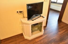 Скосен телевизионен шкаф
