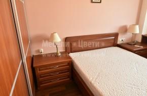 Гардероб от ЛПДЧ с близък цвят до буковите мебели-тоалетка,спалня,бюро,нощ.шкафче
