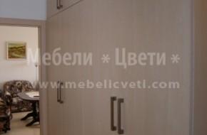 Поръчкови мебели за коридор от ПДЧ машинно кантирани с ПВЦ кант .