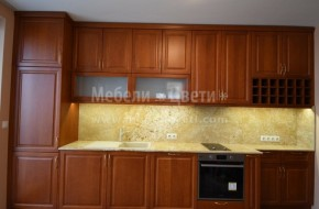 Кухня от бук на права стена с вграден хладилник Либхер,пералня и миялна машина на AEG.